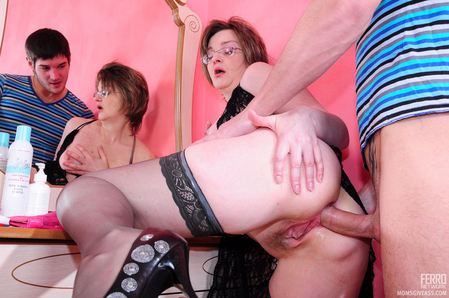 Amateur wife threesome pictures