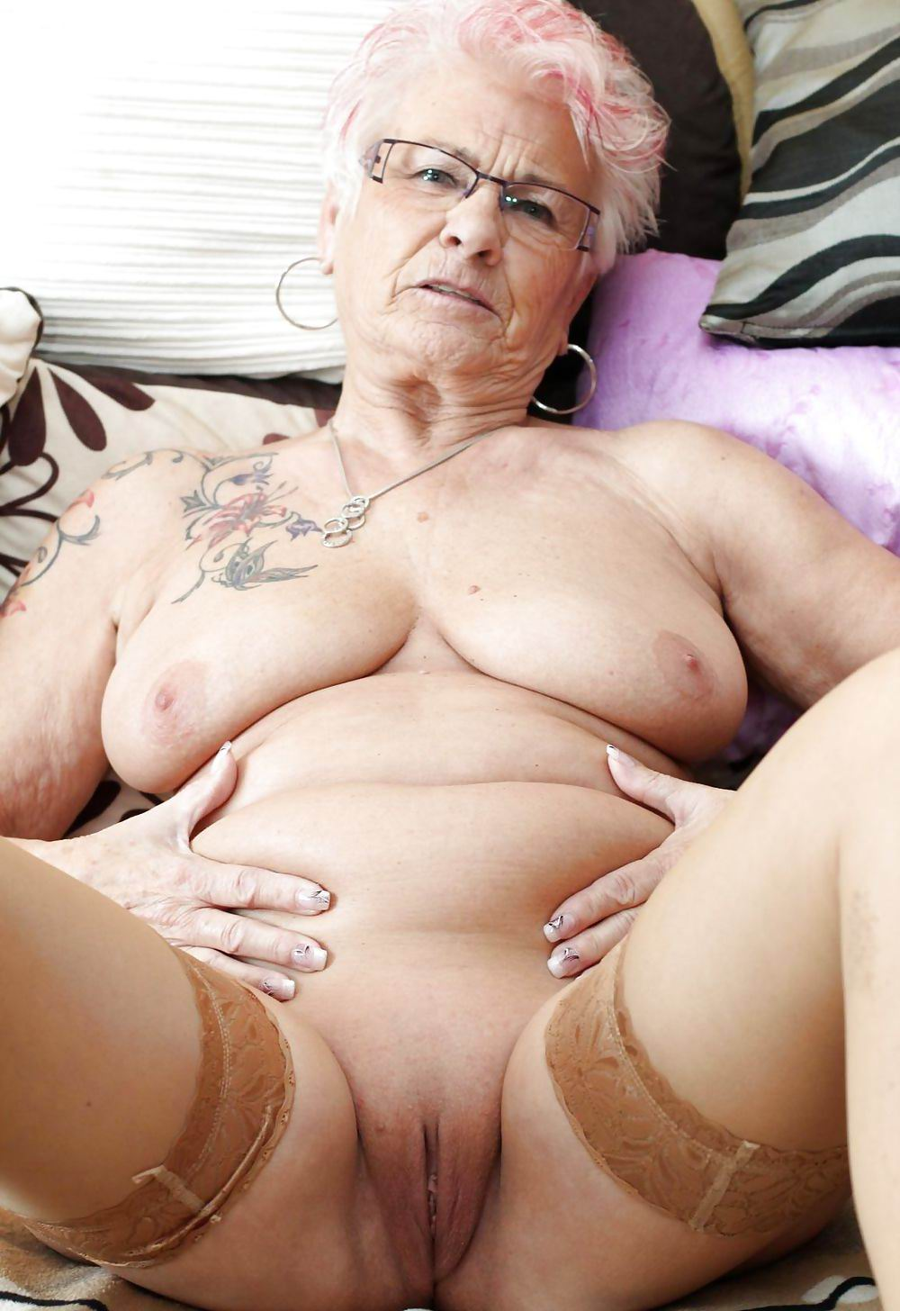 femme nu qui fait pipi gothique salope